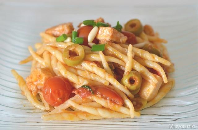 Pasta con pesce spada e olive ricetta pasta con pesce for Primi piatti di pesce veloci