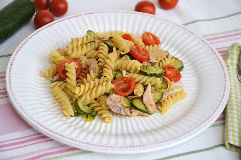 Pasta con zucchine e tonno ricetta pasta con zucchine for Ricette primi piatti pasta