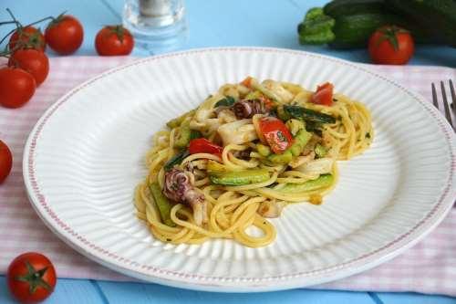 Pasta ricette Spaghetti calamari e zucchine