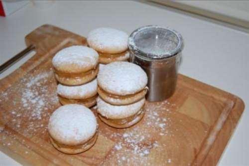 Biscotti ricette Alfajores con dulce de leche (Biscotti al caramello)