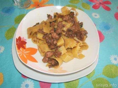 Ricette Pasta Pappardelle ai funghi porcini con salsiccia