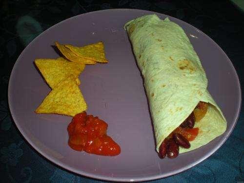 Secondi piatti ricette Tortillas ripiene di salsiccia e fagioli