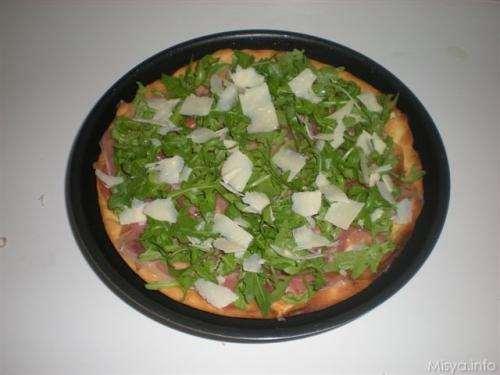 Pizze bianche ricette Pizza prosciutto crudo, rucola e parmigiano
