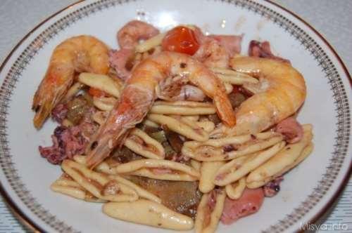 ricette Strascinati seppioline gamberi e carciofi