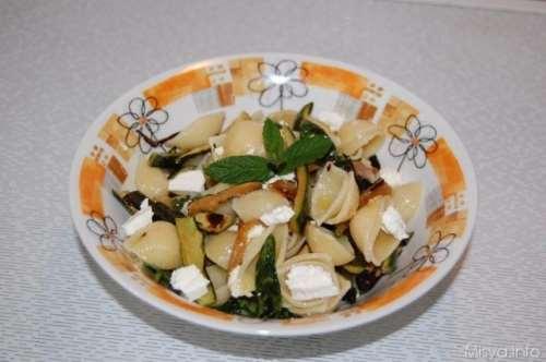 Ricette Vegetariane Insalata di pasta zucchine e menta