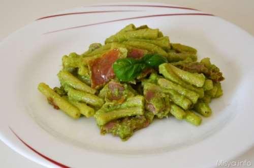 Ricette  Pasta con prosciutto crudo e pesto di zucchine