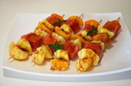Spiedini di frutta caramellati