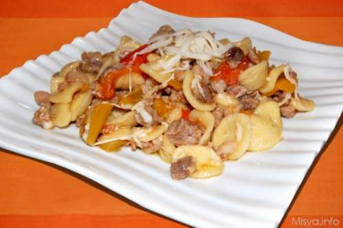 Ricette  Orecchiette con peperoni e salsiccia