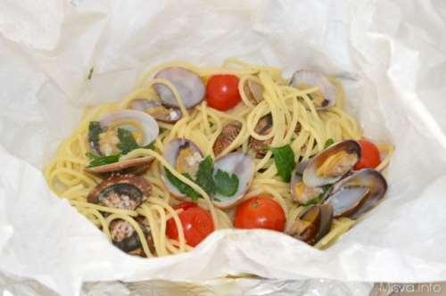 Pasta ricette Spaghetti alle vongole al cartoccio