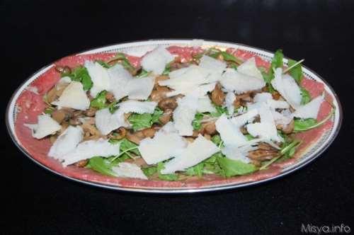ricette Carpaccio con rucola e funghi
