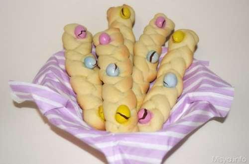 Ricette Biscotti Treccine di pasta frolla