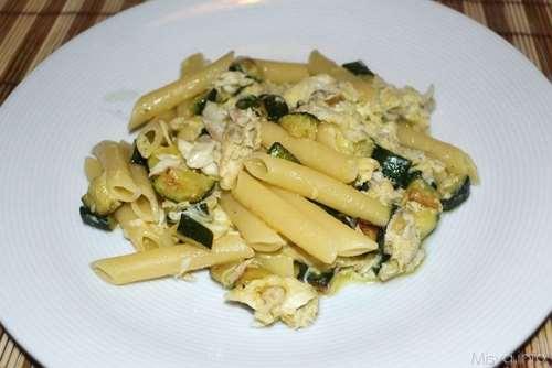 Ricette  Penne con carbonara di zucchine e spigola