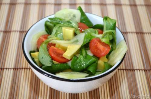 Ricette Insalate Insalata di avocado songino e cetriolo