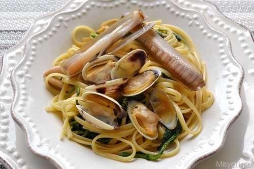 Linguine con frutti di mare e friarielli