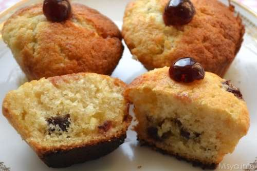 Ricette Muffin al cioccolato Muffin con cioccolato bianco e amarene