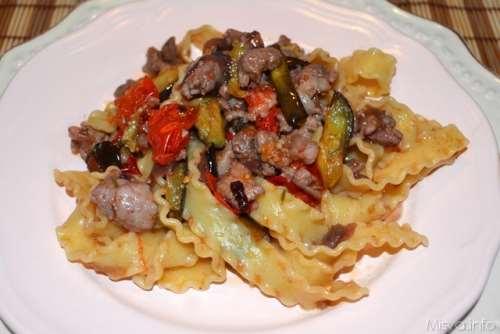 Ricette  Reginette con salsicce e cipolle caramellate