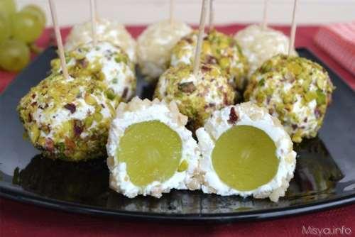 Ricette Finger food Palline di uva al formaggio