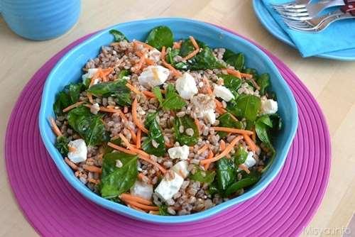 Insalate ricette Insalata di farro con spinaci e feta