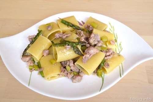 ricette Paccheri con asparagi e salsiccia