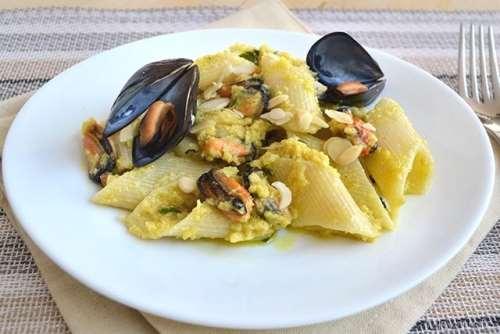 Ricette Primi piatti Pasta con mandorle e cozze