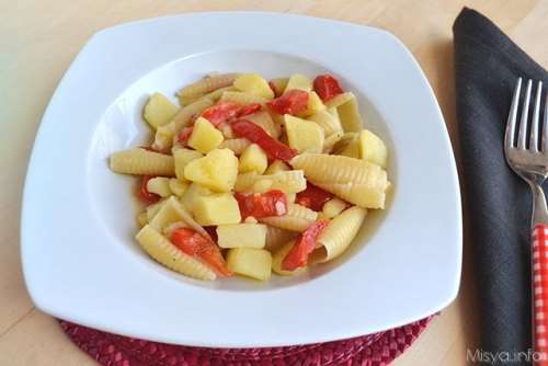 Primi piatti ricette Pasta e patate con peperoni
