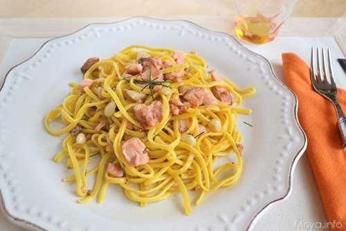 Ricette Pasta fresca Tagliolini al salmone mandorle e limone