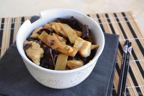 Ricette Secondi piatti Pollo con funghi e bambù