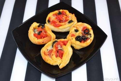 Antipasti ricette Rose sfoglie pomodorini olive