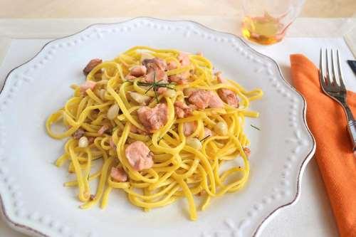 Ricette Primi piatti Tagliolini al salmone