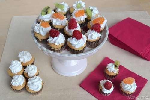 Ricette Finger food Dolcetti con panna e frutta