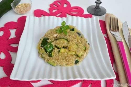 Quinoa con zucchine e pinoli