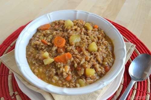 Minestre e zuppe ricette Zuppa di farro con patate e carote