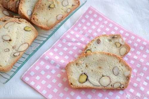 Biscotti semplici ricette Biscotti con mandorle e albumi