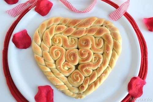 Pane intrecciato a cuore