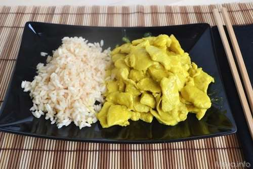 Pollo al latte di cocco e curry