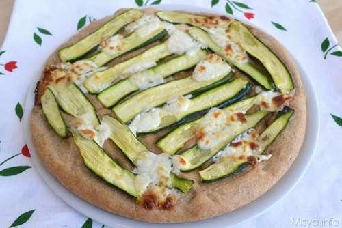 Ricette Pizze bianche Focaccia integrale con zucchine e crescenza