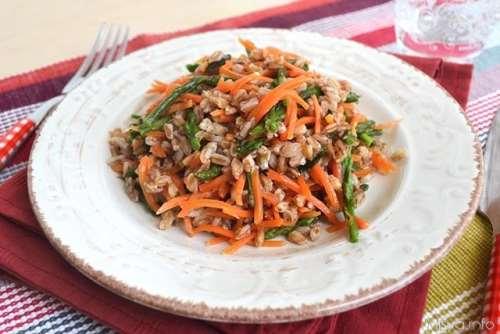 ricette Farro con asparagi e carote