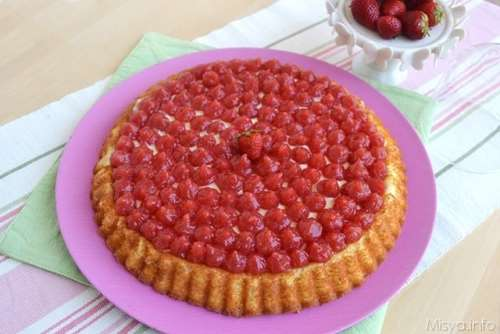 Crostata con base morbida alle fragole