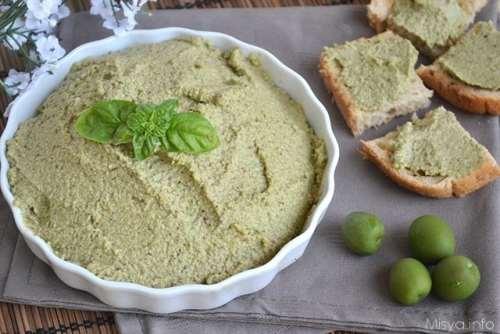 Salse e sughi ricette Patè di olive verdi e mandorle