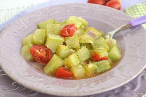 Ricette Minestre e zuppe Zucchina lunga al pomodoro