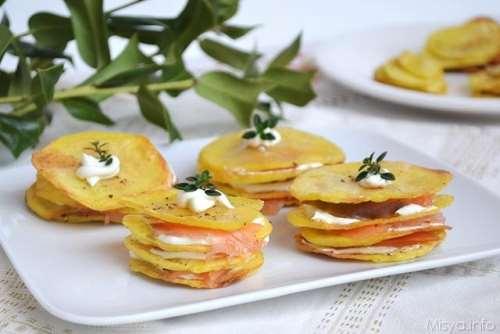 Antipasti ricette Millefoglie di patate e salmone