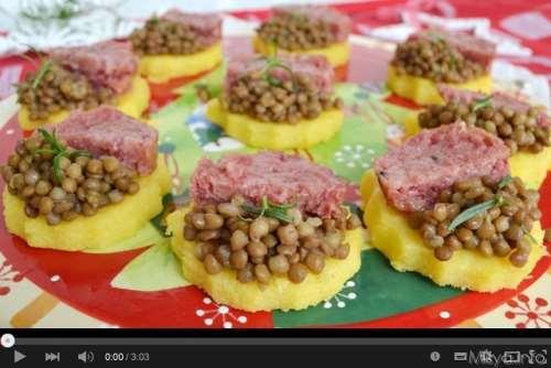 Ricette Antipasti video ricetta tartine di polenta con lenticchie e cotechino