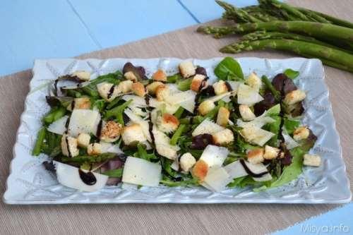 Insalata con asparagi e grana