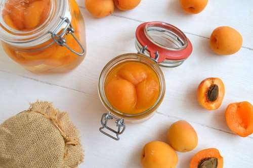 Conserve ricette Albicocche sciroppate