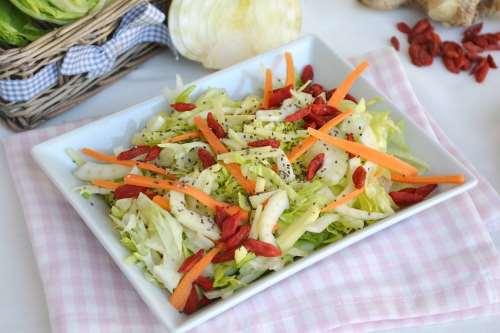 Insalate ricette Insalata con bacche di goji e semi chia