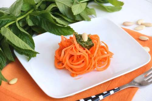 Primi piatti estivi ricette Spaghetti di carote alla menta
