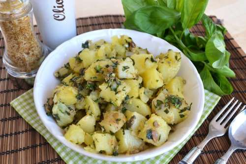 Insalate di patate ricette Insalata di patate alle erbe