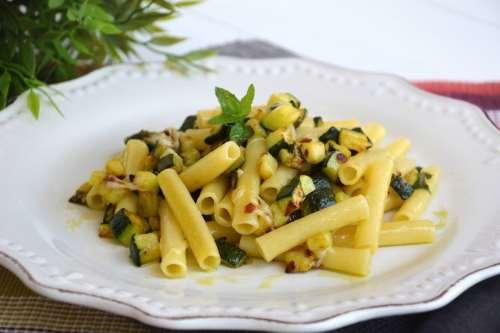 Primi piatti ricette Pasta con le zucchine