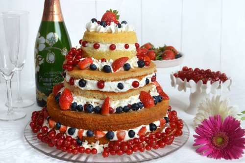 Torte ricette Naked Cake ai frutti di bosco