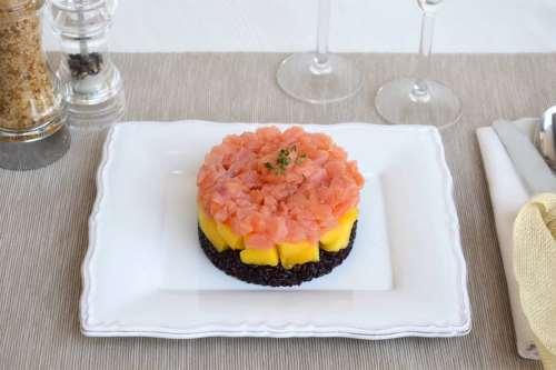 Ricette Primi piatti senza glutine Tartare di salmone e mango